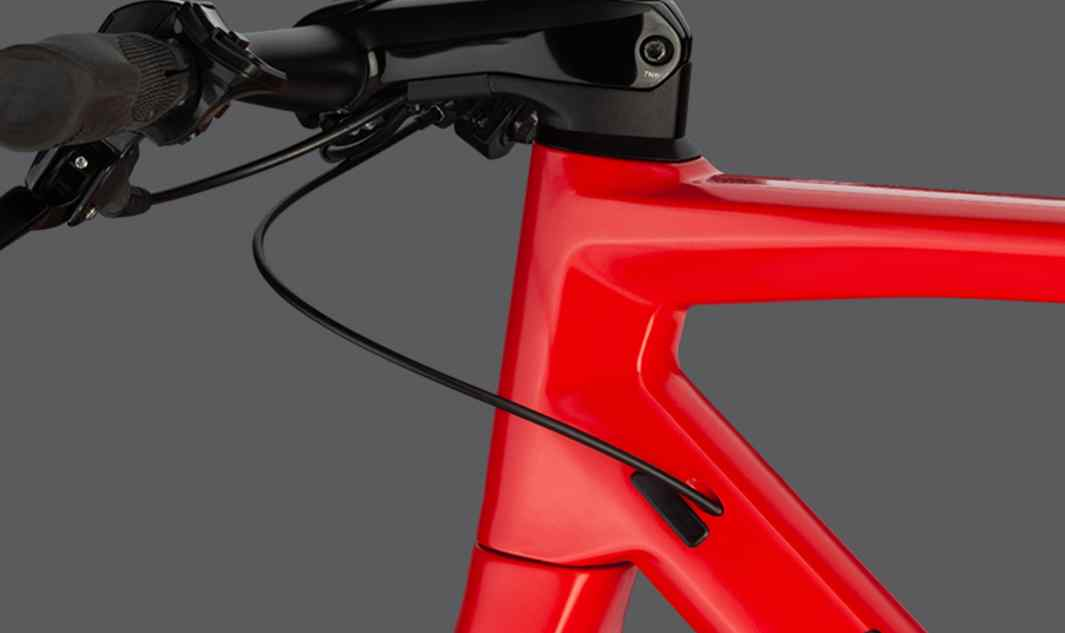 ICS technology routes cables through the stem to provide a sophisticated look and improved durability. *ICS cockpit is featured on LTD models