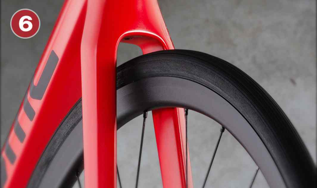 40c Tire Clearance Ample tire clearance increases versatility and lets you adapt to any road