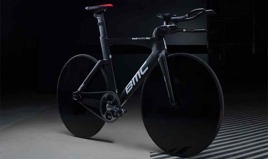 Rower Rohana Dennisa (BMC Racing Team) z wbudowanym aerodynamicznym kokpitem – do bicia rekordu w jeździe godzinnej.