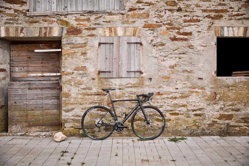 Rower szosowy BMC Teammachine ALR DISC ONE 05 (fot. BMC Switzerland)
