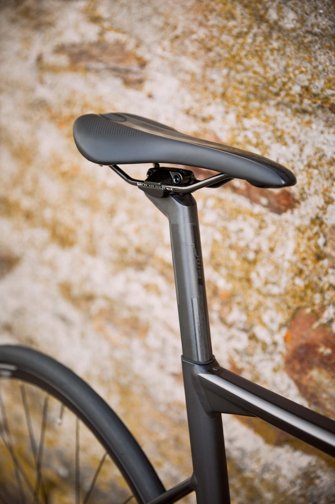 Rower szosowy BMC Teammachine ALR DISC ONE 07 (fot. BMC Switzerland)