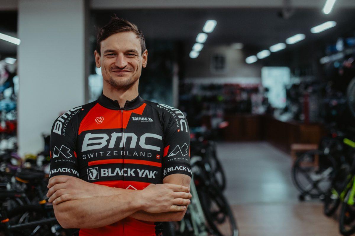 """Adam Bielecki i jego rowery. """"Najbardziej to się lubię zgubić"""" [video]"""